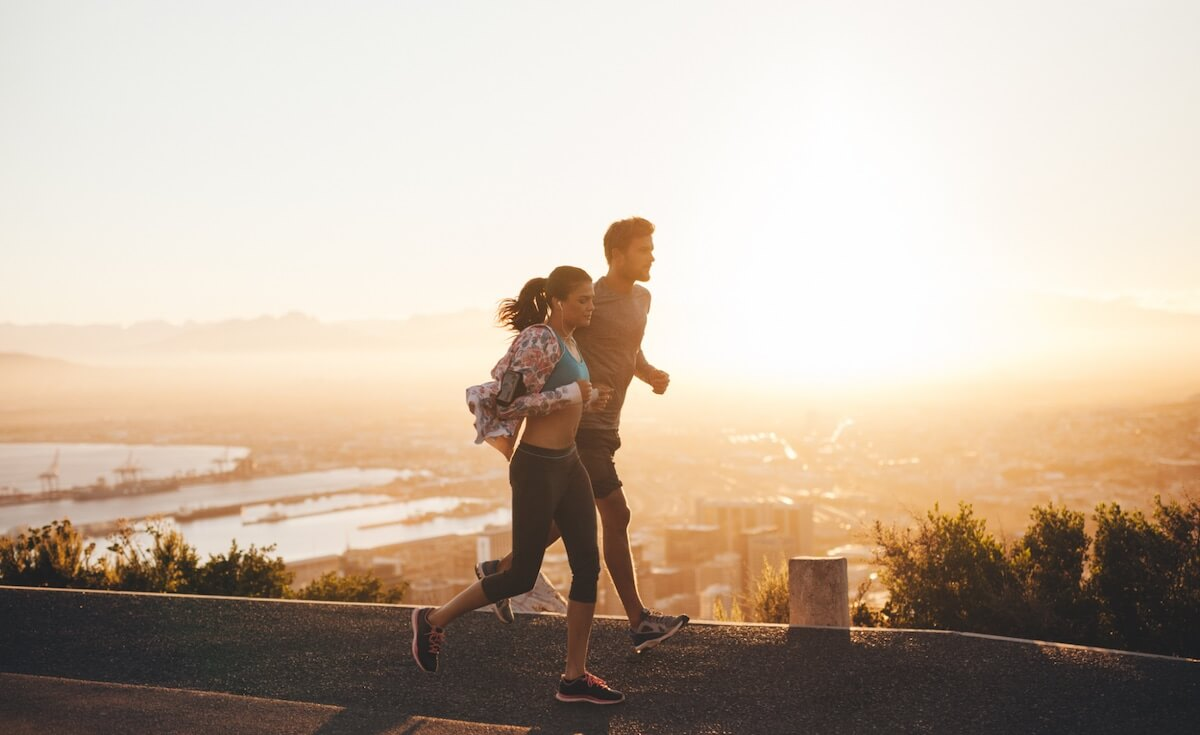 reset circadian rhythm: couple jogging early in the morning