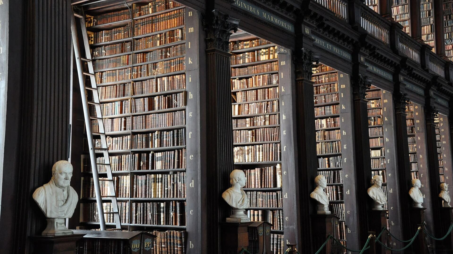 Foto da biblioteca do Trinity College em Dublin, Irlanda