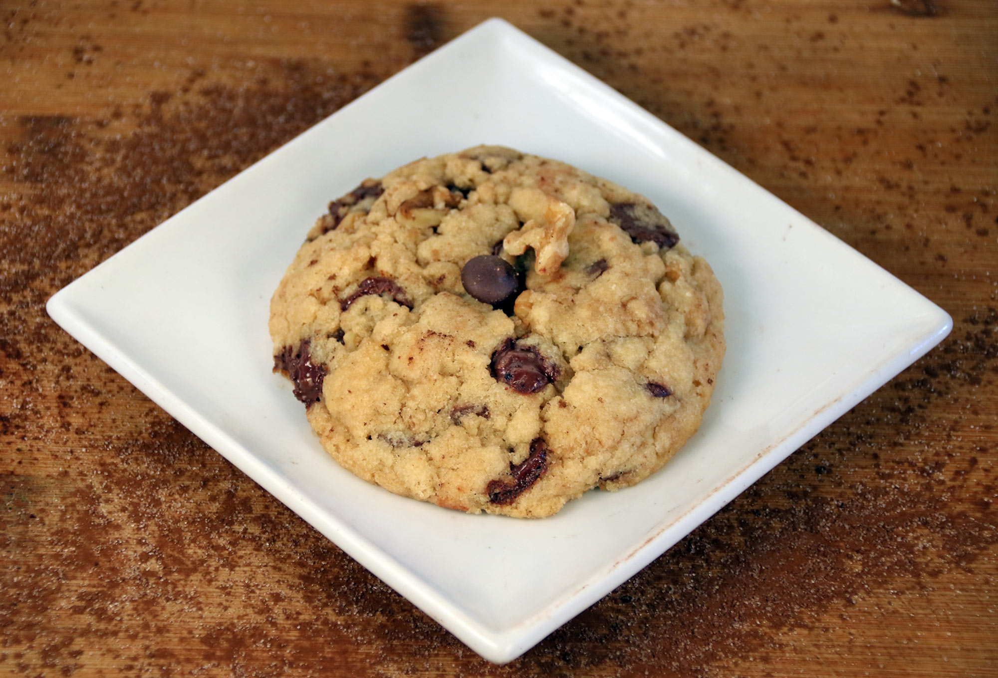 Choc chip & walnut cookie