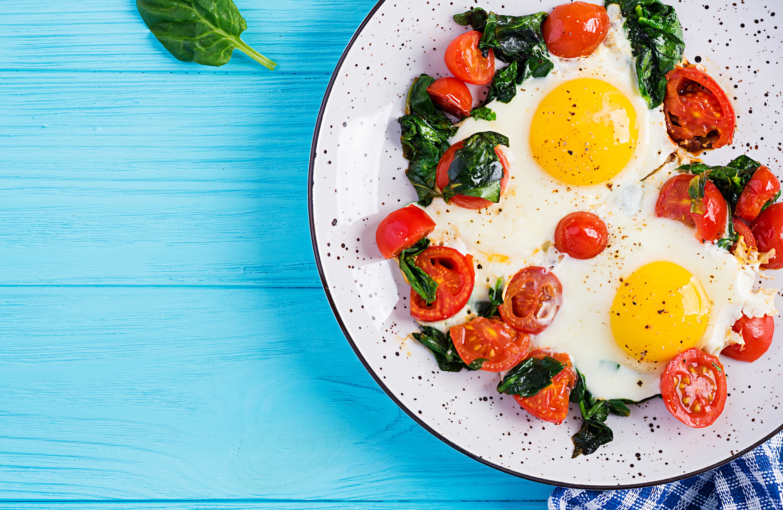Fried Egg with spinach and tomatoes