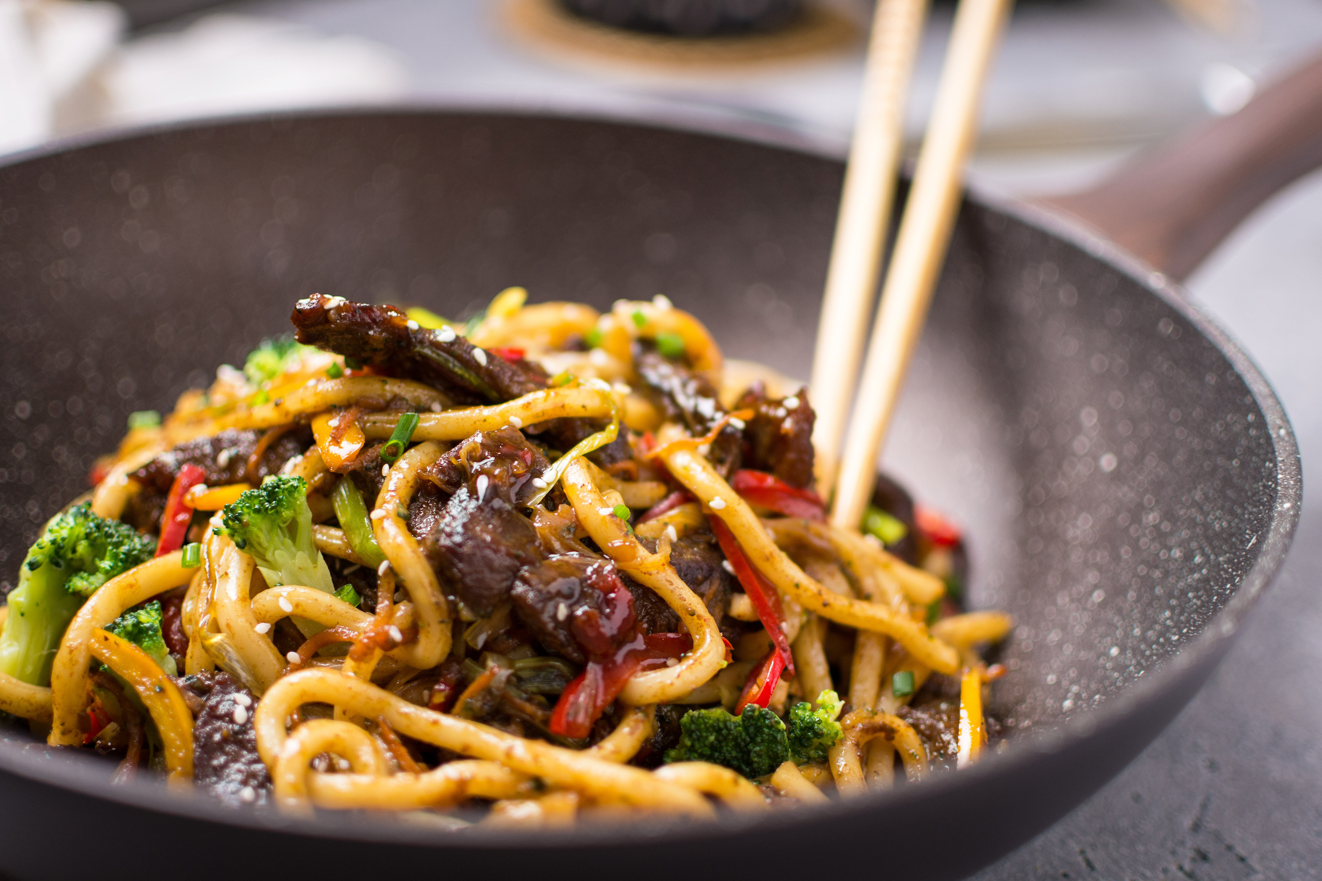 Udon Stir-Fry Noodles with Beef and Vegetables