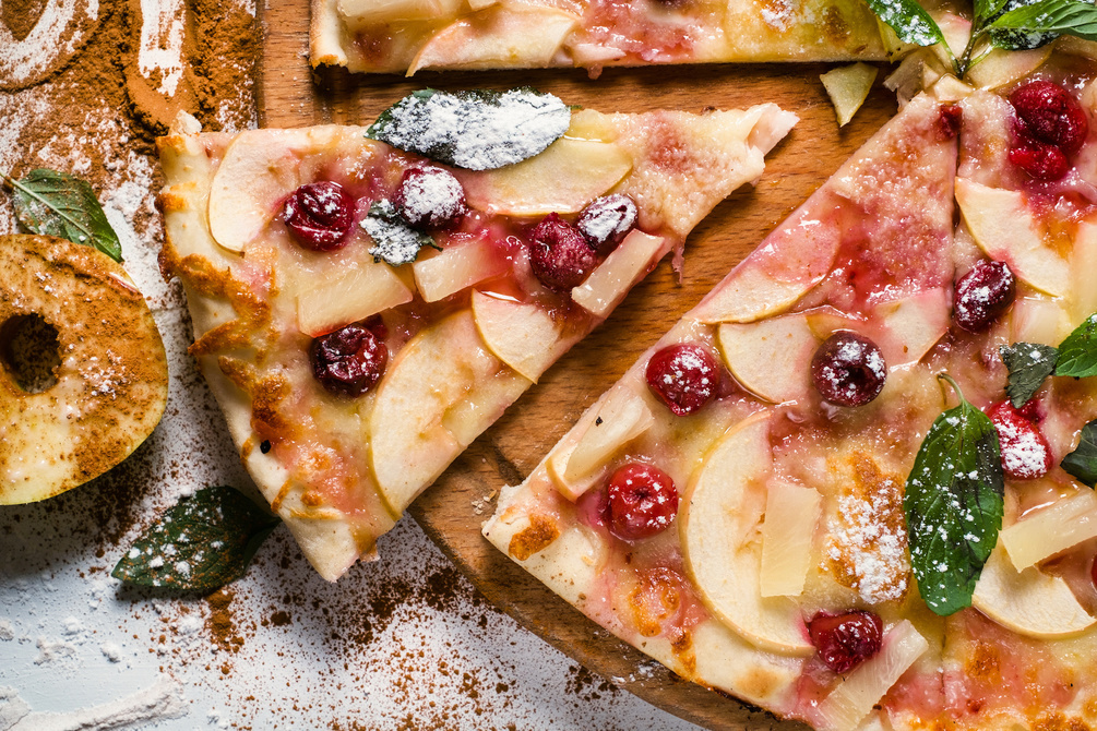 Apple, pineapple & berry pizza