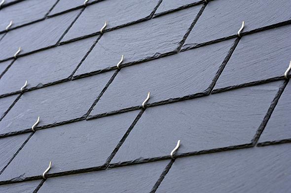 photo d'une ardoise sur une toiture