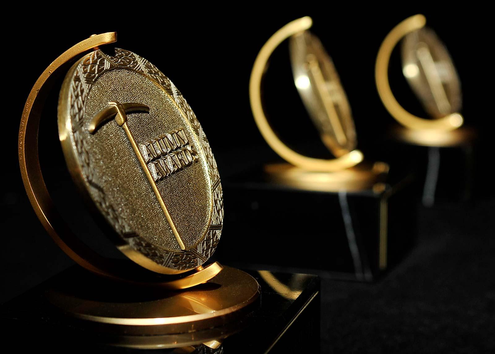 Alumni awards medallion