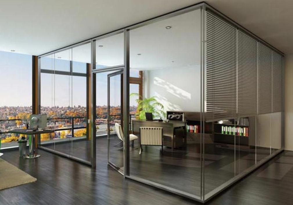 Büro ausgestattet mit Glaswänden von Lindner