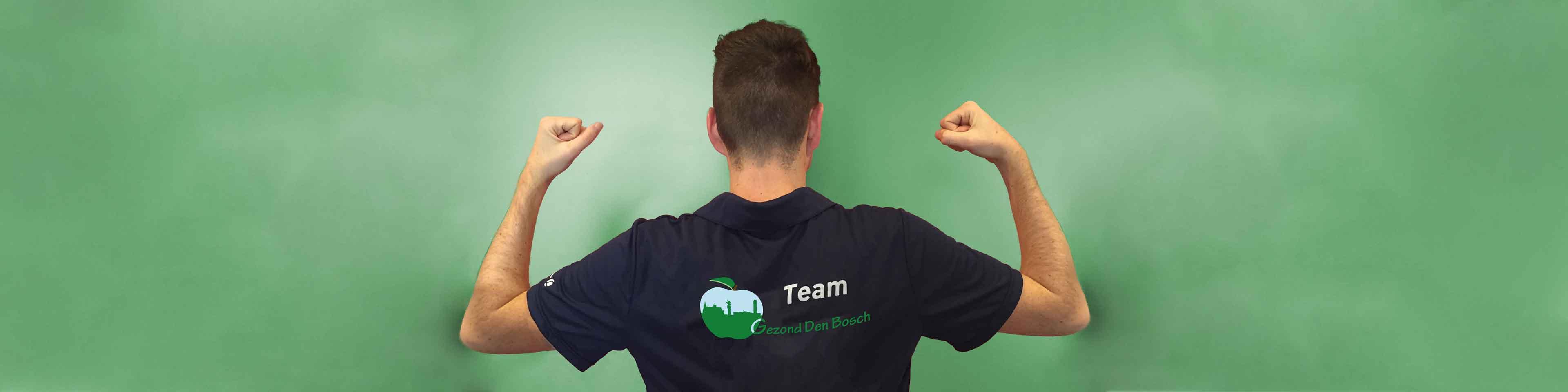 hero image vrijwilligers, afgebeeld vrijwilliger met shirt team gezond Den Bosch