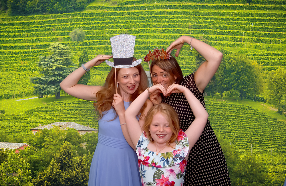 Green Screen Photobooth for Wedding