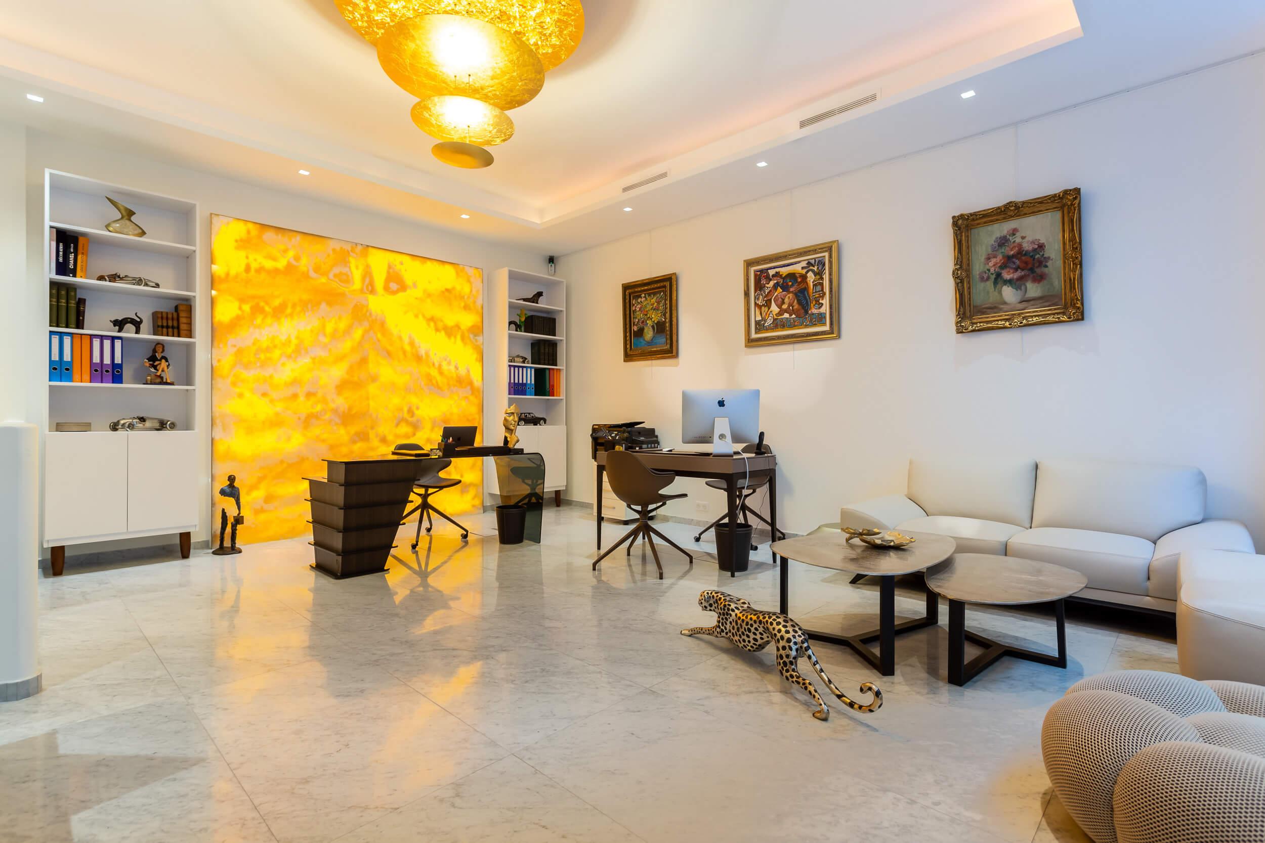 Lien vers Montaigne Estate, agence immobilière, Paris 8