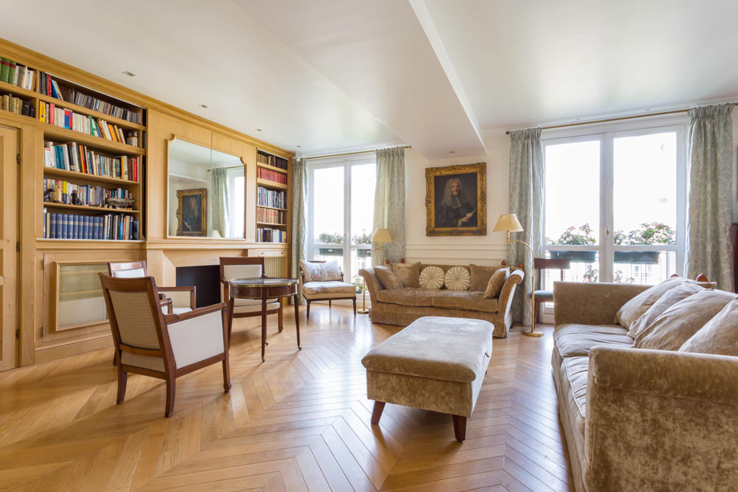 Lien vers appartement de 200 mètres carrés à Paris 8