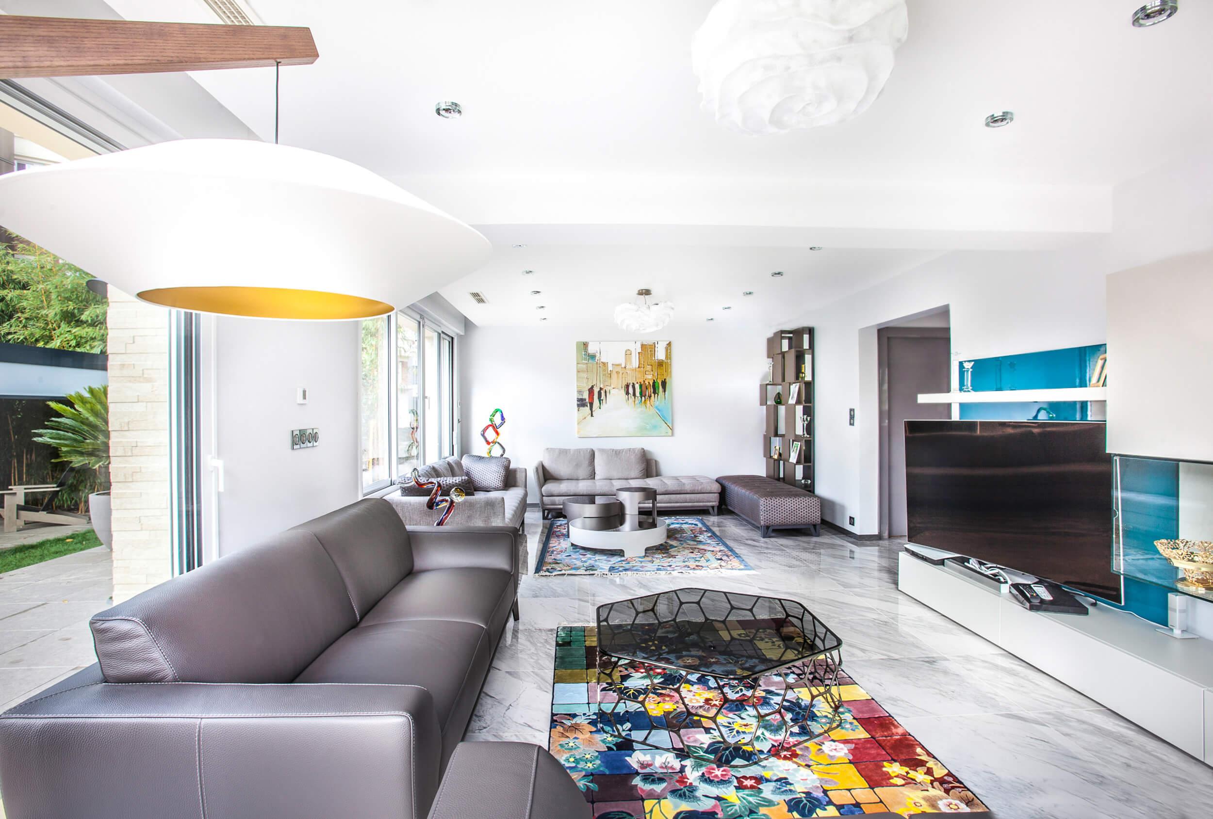 Salon de la maison de 300 mètres carrés à Colombes - travaux de construction et de décoration réalisés par Heliot
