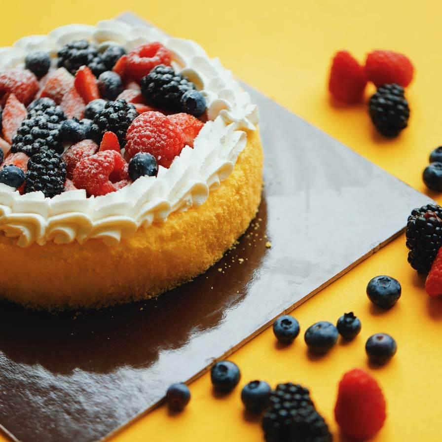Crostata di fruttra, pasta frolla e crema pasticciera