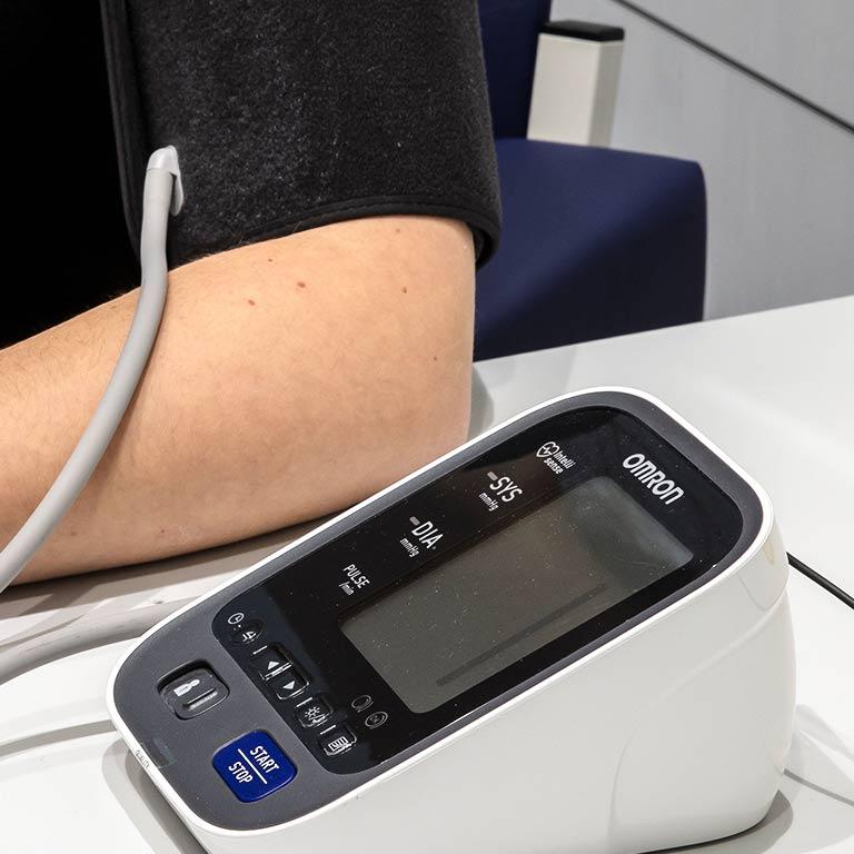 Bltudruckmessgerät am Arm
