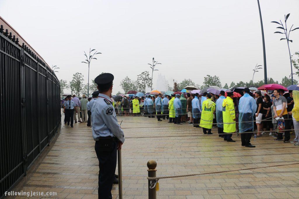 shanghai disney opening day line