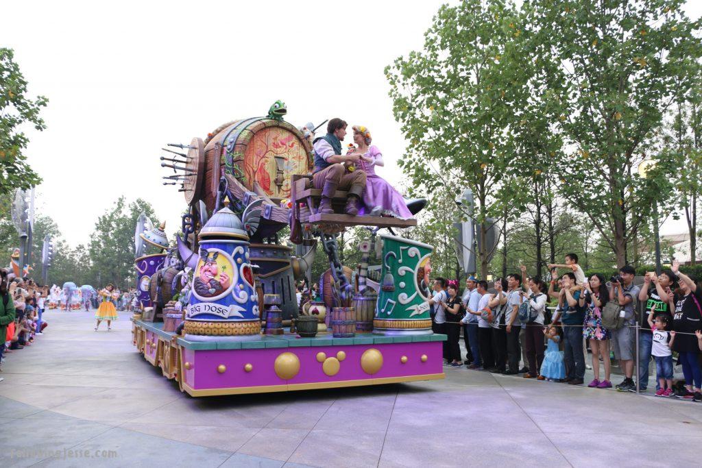 disneyland shanghai parade