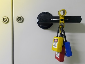 Lockout Tagout Device with Three Separate Locks