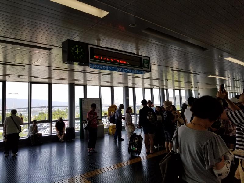 神戸新交通ポートライナー、停電で止まる