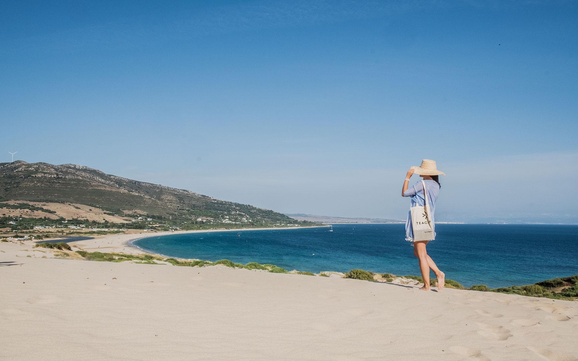Duna de Punta Paloma en playa de Valdevaqueros, Tarifa. Vive la experiencia Glamping con TEACAMPA