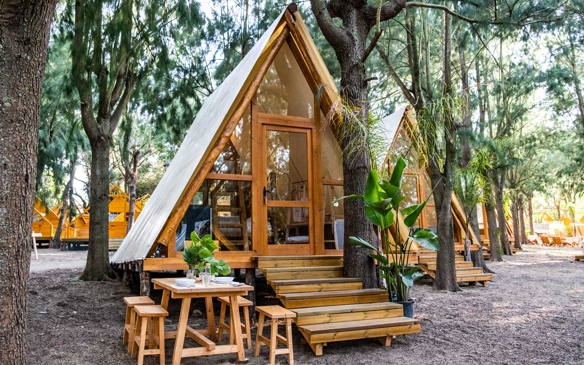 Zona Glamping TEACAMPA  ubicada en Camping Paloma, Tarifa, junto a la Playa de Valdevaqueros.