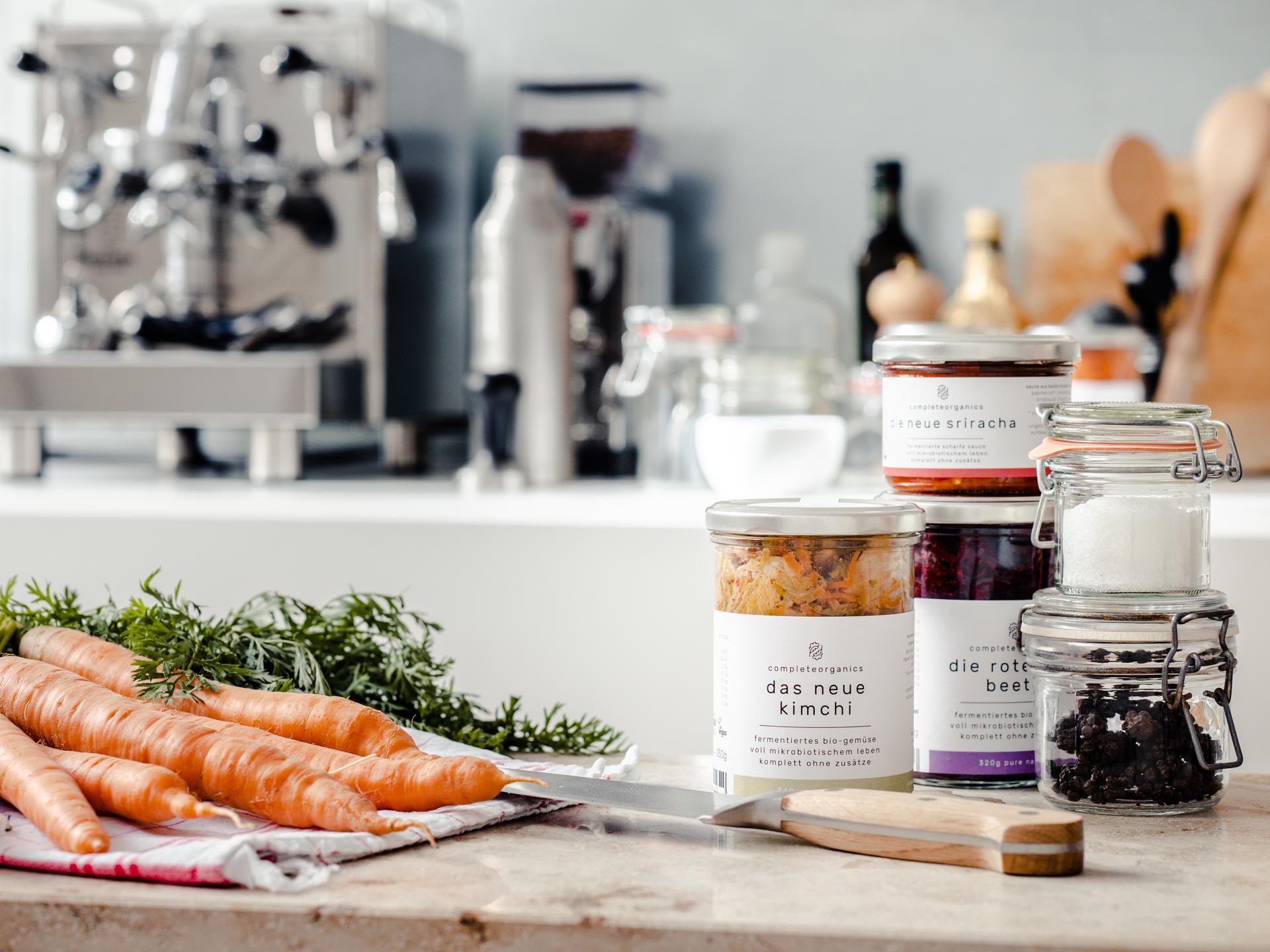 Completeorganics Kitchen Shot Gläser und Karotten