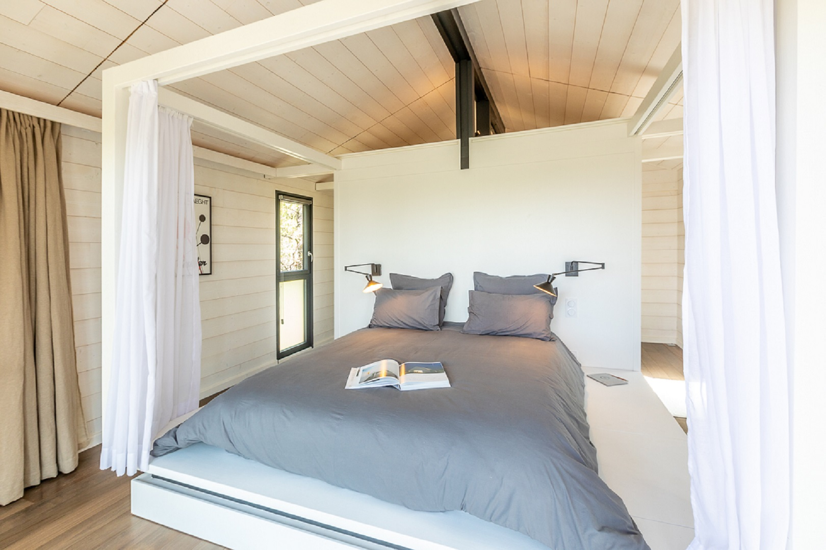 Cabane à vivre, Chambre de jardin à charpente Ardennes en bois blanchi
