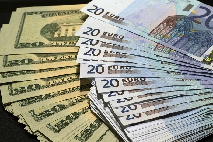 FOREX_Dollar-claws-back-as-euro-weakens_FXPIG