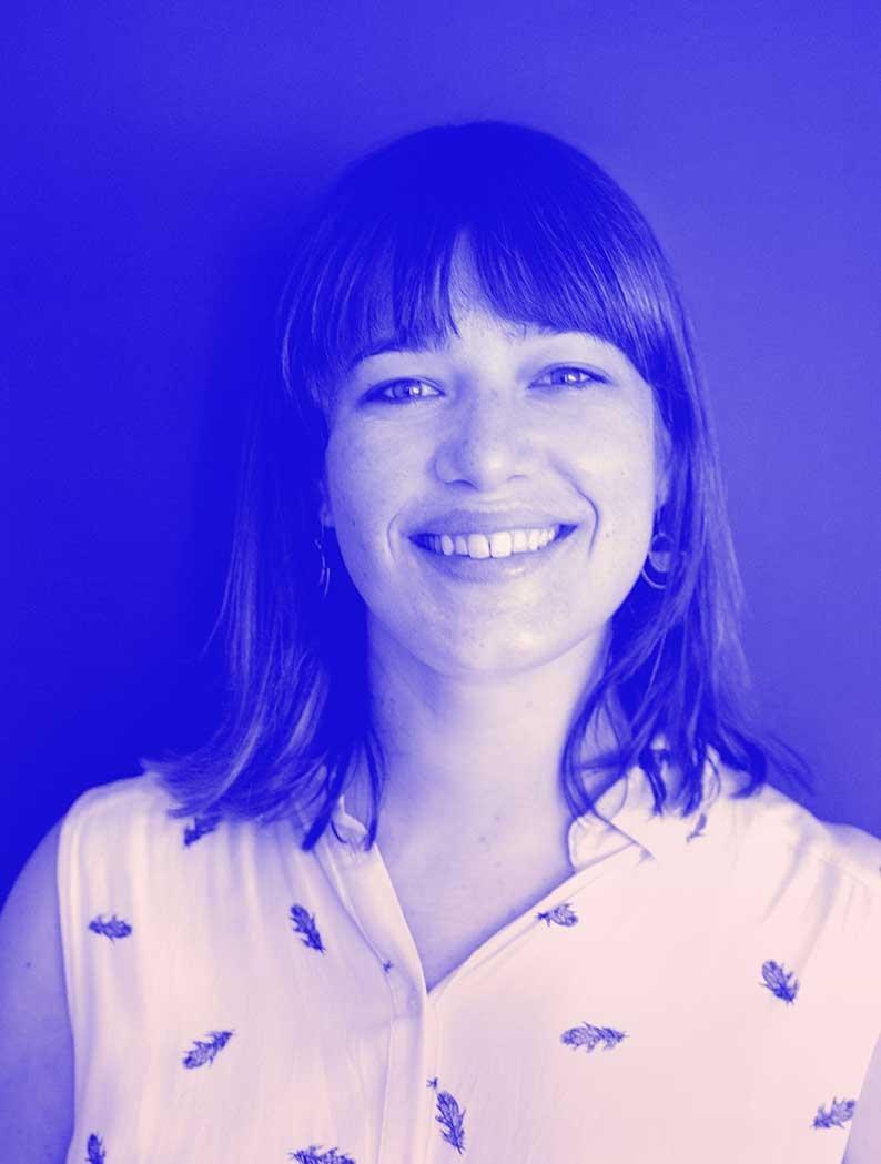 Photographie de Yuna Orsini, UX designer freelance au sein de Team UX à Bordeaux