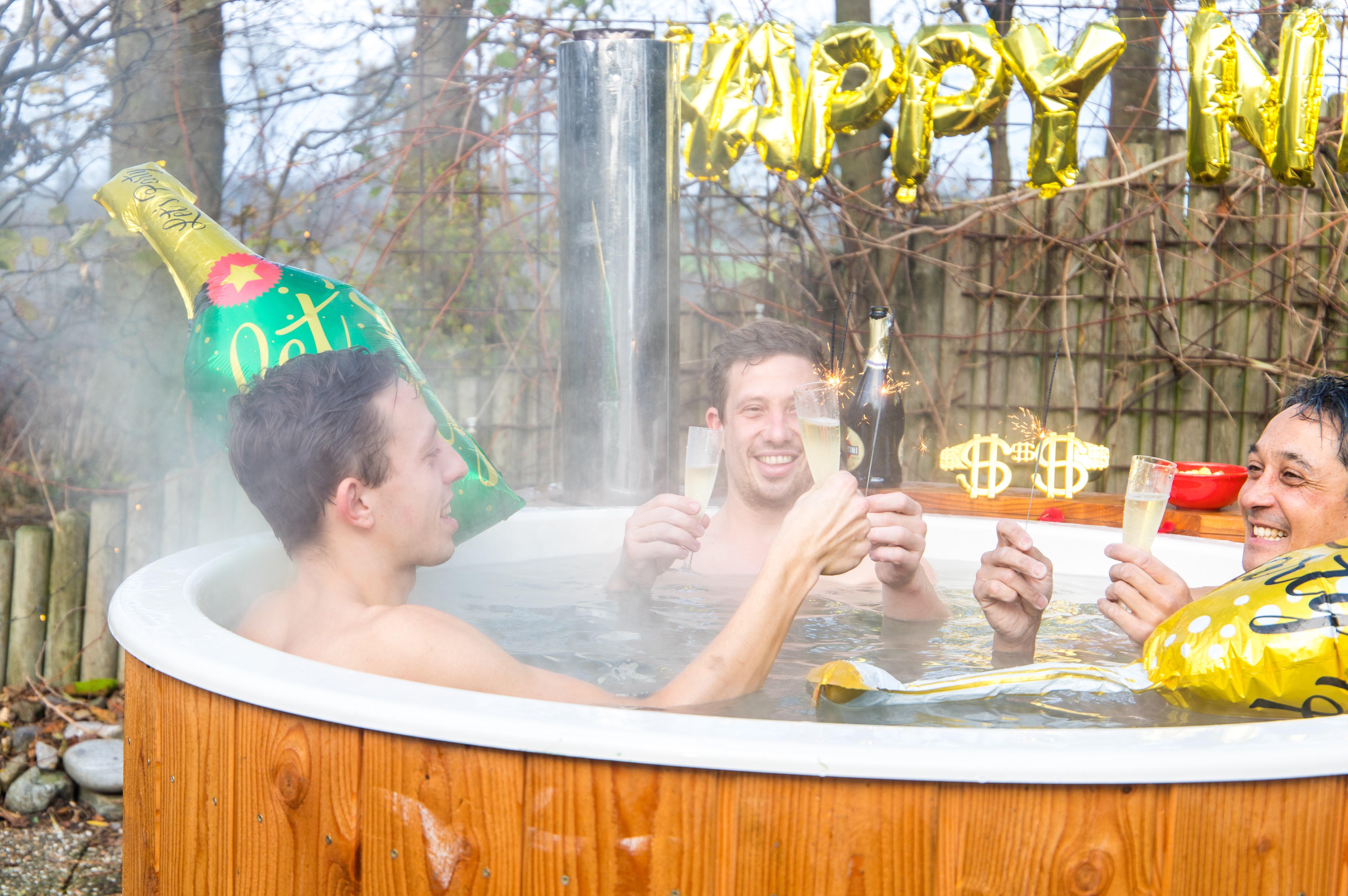 Bubbel tijdens Oud & Nieuw in een hottub buiten