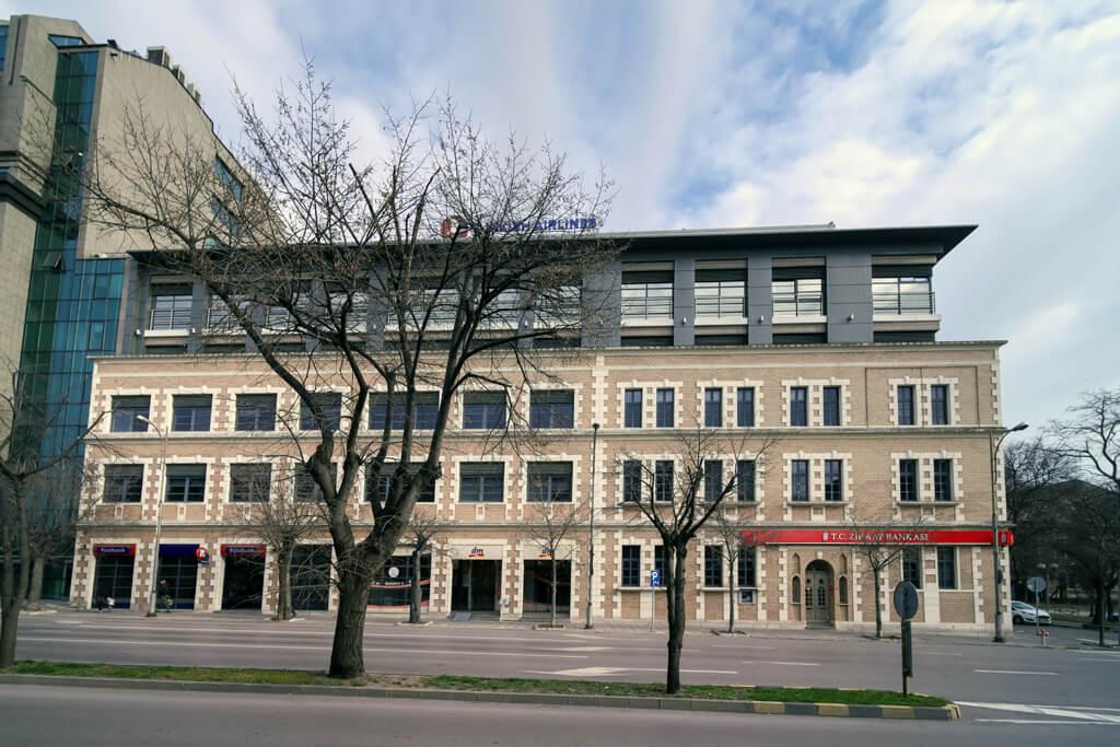Административно-търговска сграда