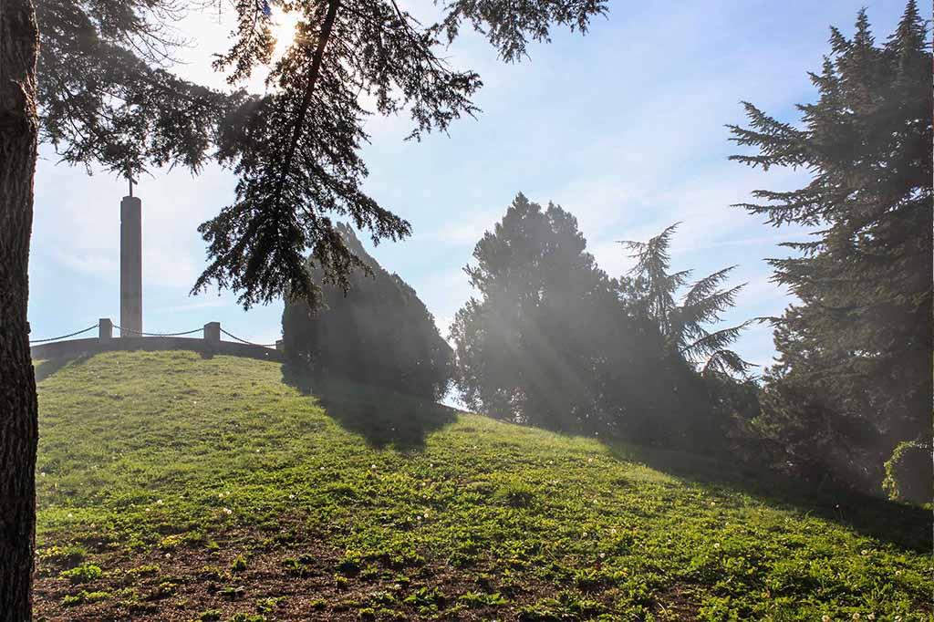 """Тракийски гробница в Парк-Музей на бойната дружба 1444г. """"Владислав Варненчик"""""""