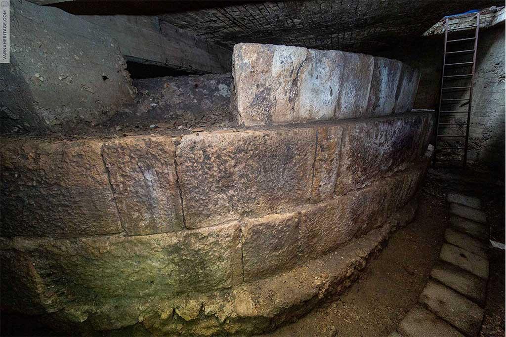 Останки от римска кула - част от античната крепостна стена на Одесос - Варна