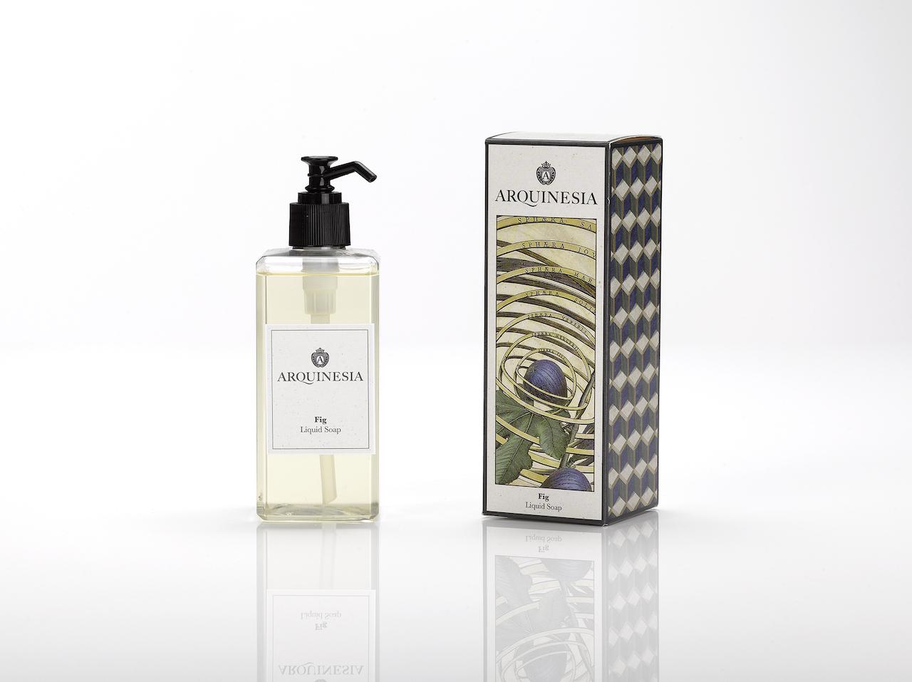 Die Arquinesia Flüssigseife reinigt sanft die Hände, ohne sie austrocknen zu lassen und hat einen erfrischenden Duft. Die Flüssigseife ist ein natürliches Produkt, vegan und frei von Silikon, Paraffin, Farbstoffen und synthetischen Konservierungsstoffen. 300 ml Flüssigseife mit dem Fig Duft.