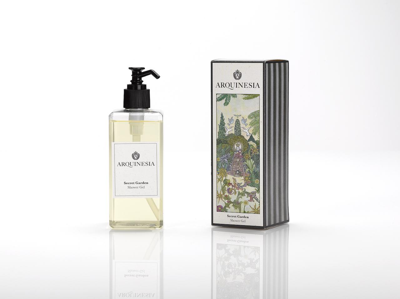 Das natürliche, vegane Duschgel (300ml) von Arquinesia eignet sich besonders für häufiges Duschen. Duft: Secret Garden.