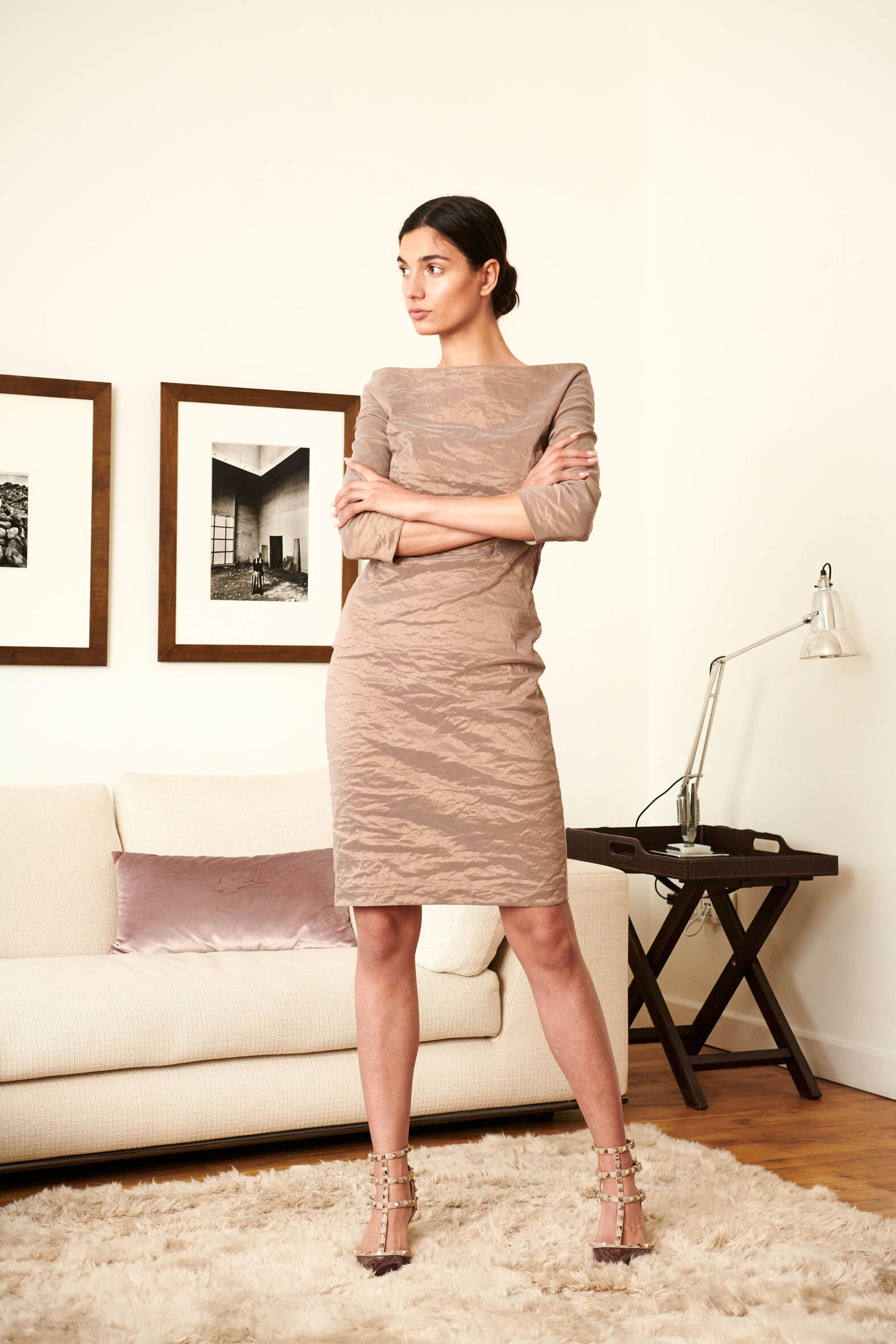 Unser Bestseller Cocktailkleid Crash Couture. Material: Seide / Baumwolle / Elasthan / Metallfaden Farbe: Taupe