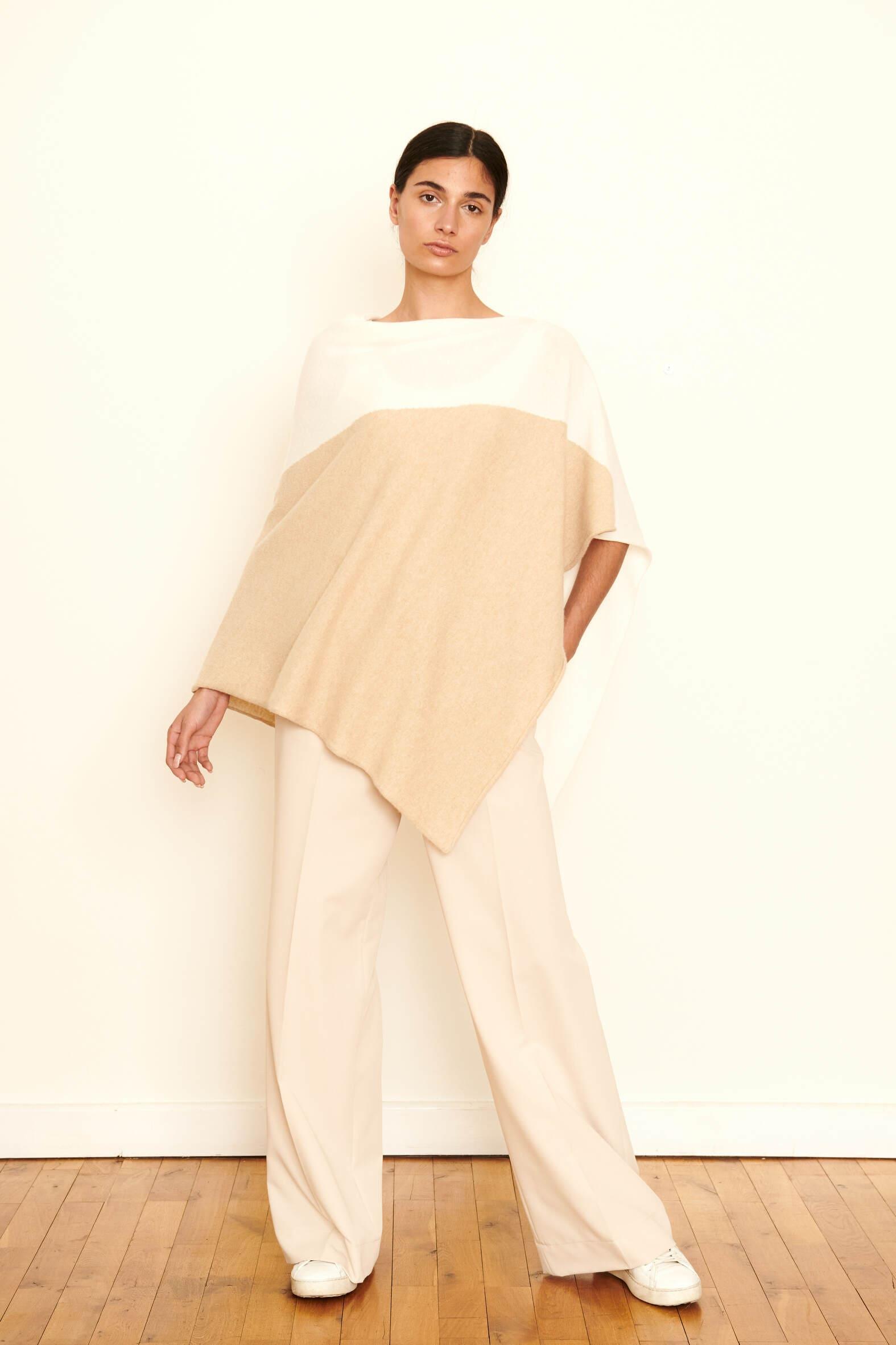 Ein unkomplizierter kuscheliger Begleiter, den Sie über allem tragen können. Material : 100% Cashmere gewaschen. Onesize.