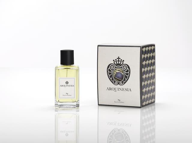 Das Eau de Parfum ist ein natürlicher Duft, der aus ätherischen Ölen mit den besten, sorgfältig ausgewählten organischen Rohstoffen hergestellt wird. Duft: Fig.