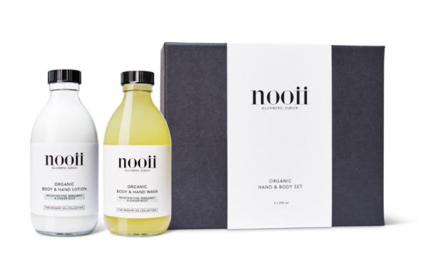 Das Geschenkset enthält: nooii Body & Hand Wash 250ml nooii Body & Hand Lotion 250ml Wird mit Dosierpumpen geliefert.