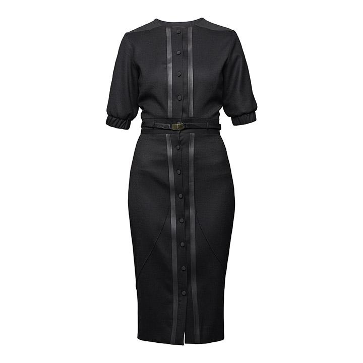 Dress Spirit mit Gürtel. Bezauberndes schwarzes Etuikleid in Bleistiftform mit kurzen Ärmeln und durchgehender Knopfleiste.