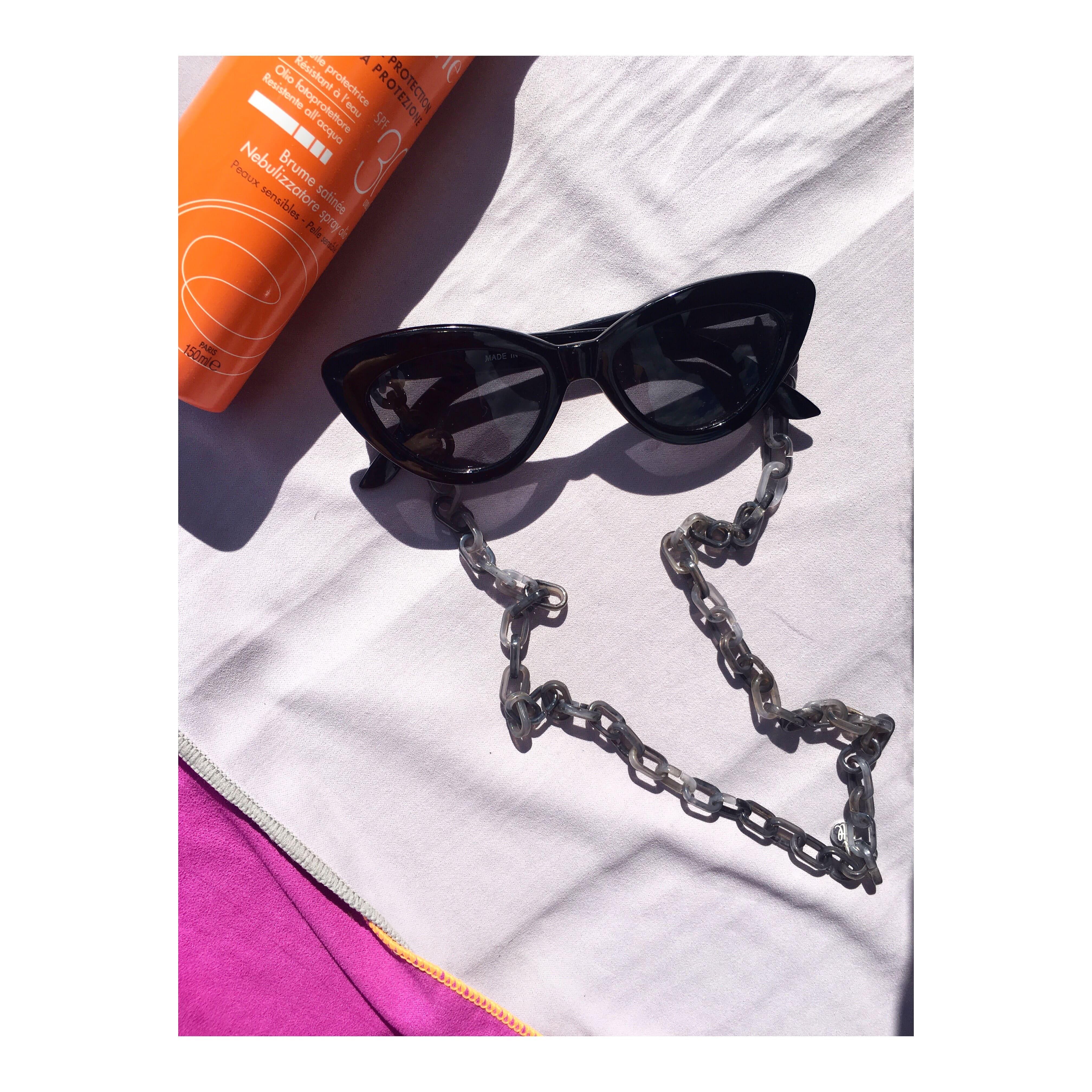 Sunglasschain mit Kettengliedern aus Acetat.