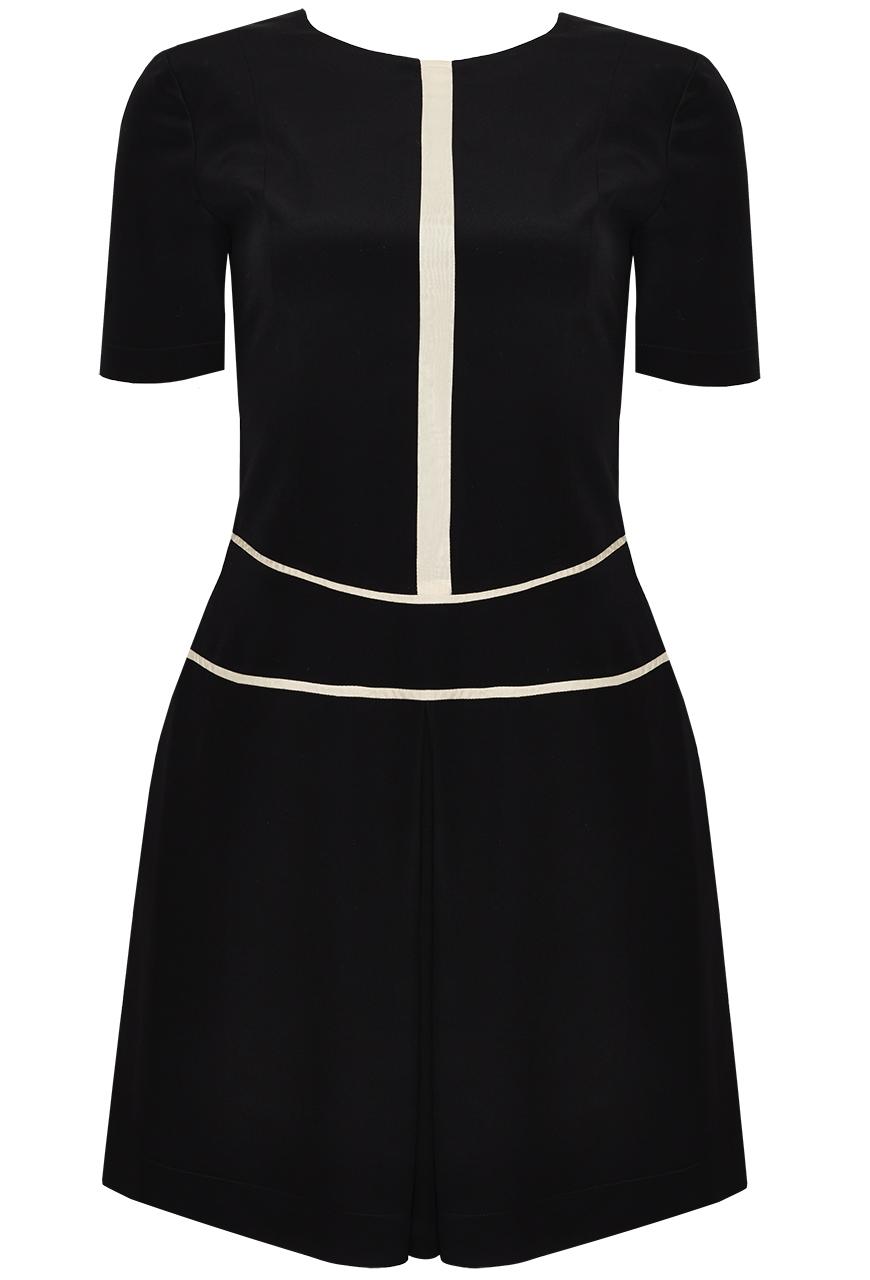 Detailed Soft Silk Dress. Zauberhaftes Tenniskleid aus Seide mit formschönen Linien in zartem Nude.
