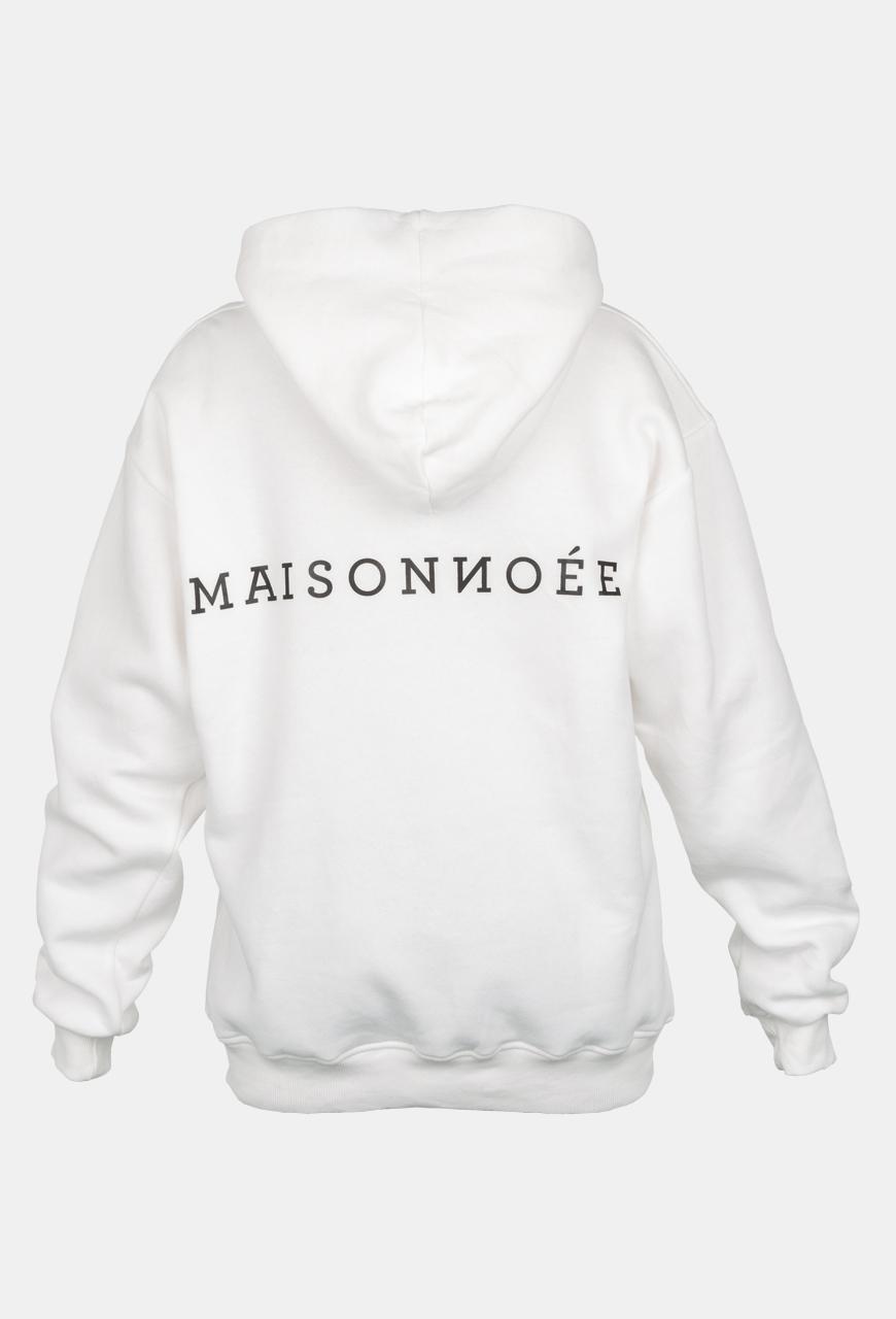 Weißer, weicher Baumwoll-Hoodie mit dem Maisonnoée-Schriftzug auf der Rückseite.