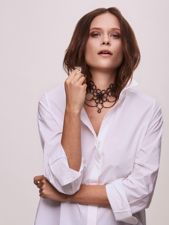 Das elegante Collier BETTY verziert Ihren Hals und umrahmt Ihre Individualität.