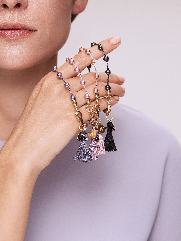 THERESA ist ein zartes Freundschaftsarmband mit Swarovski-Perlen und Kristallen.