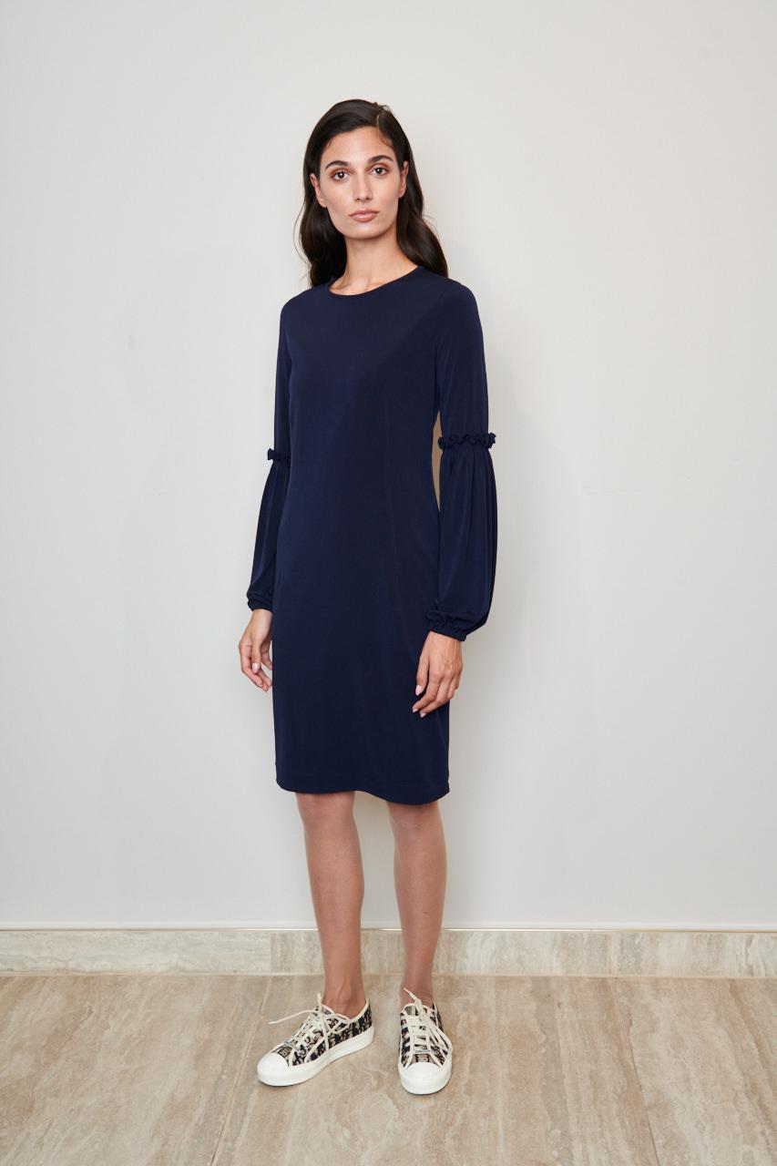 Kleid Adina. Jerseykleid mit legerer Passform, gefüttert und am Halsausschnitt hinten mit Schlitz und Bindeband. Material: 49% PA, 42% Viskose, 9% Elasthan; Futter: 92% Acetat, 8% Lycra. Farbe: Dunkelblau