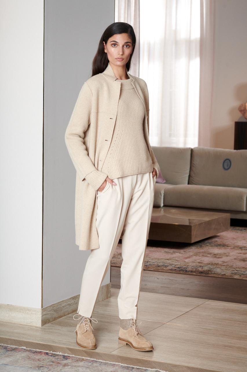 Cashmere Mantel Aida. Material: 100% Cashmere. Farbe: Beige. Dresscode: Semiformal, Business casual.