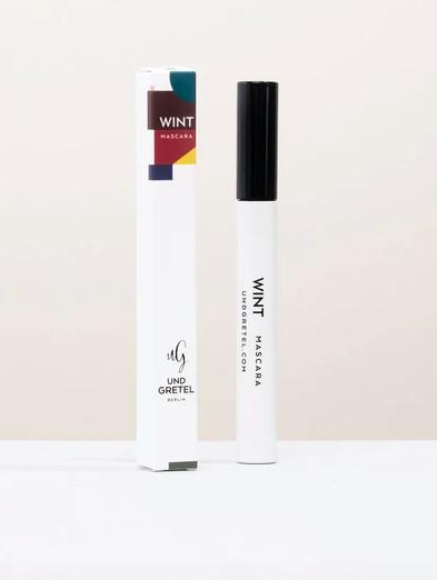 Ein Mascara, der definiert, verdichtet und verlängert. Inhalt: 5 ml.