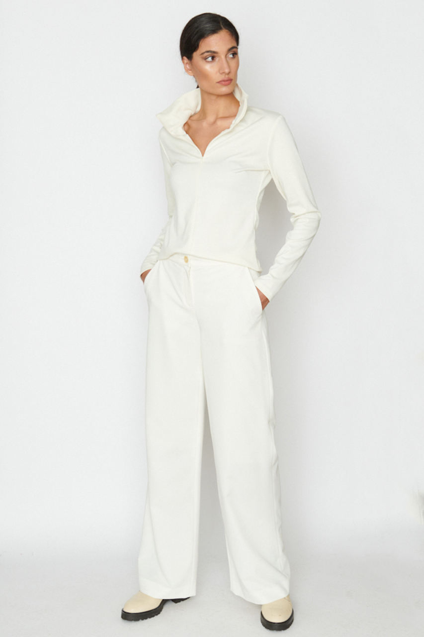 Marlenehose. Material: 49% Bamboo, 49% recycled pl, 2% polyester. Farbe: Creme.