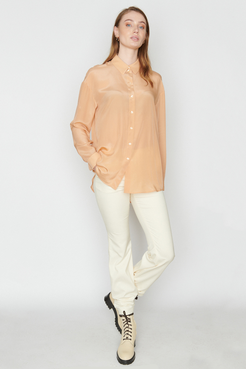 Hemdbluse aus Seide. Material: 100% Seide. Farbe: Puder.