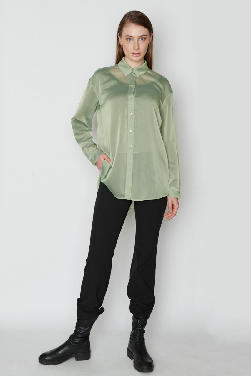 Hemdbluse aus Seide. Material: 100% Seide. Farbe: Grün