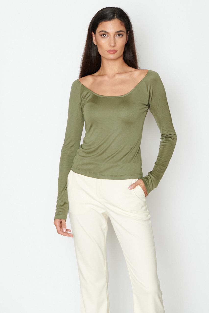 Tailliertes Langarmshirt. Material: 95% Viscose, 5% EL. Farbe: Grün.