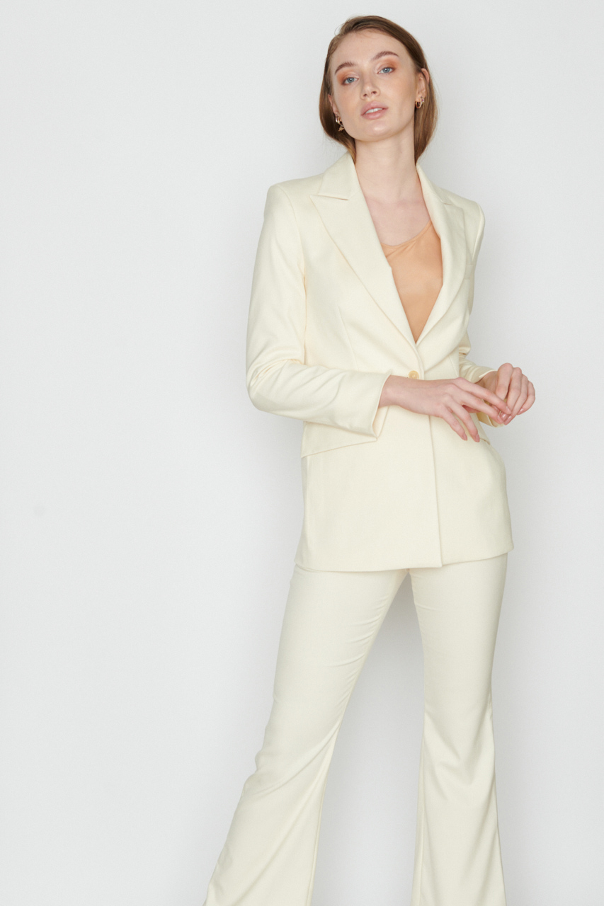 Oversized Blazer. Material: 49% Bamboo, 49% recycled pl, 2% polyester. Farbe: Creme.